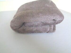 "THROW Very soft Very Fluffy Large 66"" x 48"" nice"