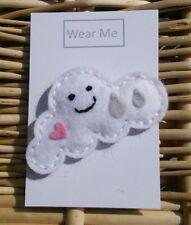 Cute handmade ressenti Cloud Broche Avec Visage Souriant, cœur et gouttes de pluie