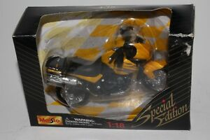 2001 MAISTO SPECIAL EDITION 1:18 SCALE YELLOW TRIUMPH MOTORCYCLE DIE CAST METAL