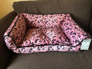 DISNEY MICKEY MOUSE CARES WORLD PET BED BNWT Primark