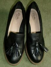 CLARKS SOMERSET  BLACK LEATHER SLIP ON SHOES, 2INS CHUNKY HEELS,,TASSELS, 5.5D