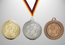 100 Stück Fußball Medaillen neues Design Ø 40mm mit Halsband und Beschriftung