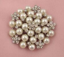 Crema perlas de imitación y flor de cristal de Estrás Broche