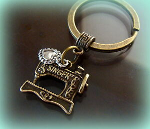 SEWING MACHINE (Singer) Jewelry KEYCHAIN  FEATHERWEIGHT Quilting style