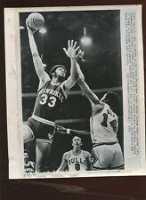 November 5 1971 Kareem Abdul Jabbar Scores 8 X 10 Wire Photo