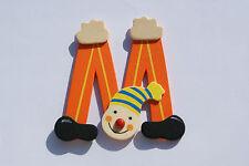 Lettre prenom de porte clown en bois M orange, décoration de porte **
