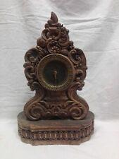 Orologio in legno di noce scolpito cm 40,5x27,5x16 Atikidea