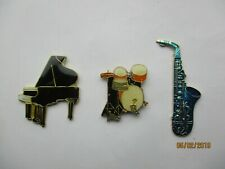 SALE - BLACK PIANO BLUE SAXOPHONE DRUM KIT MUSICAL INSTRUMENTS NEW PIN BADGE LOT