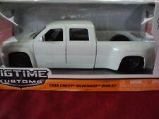Jada 1999 Chevrolet Silverado Dooley  1:24 Scale  2014 release NIB white