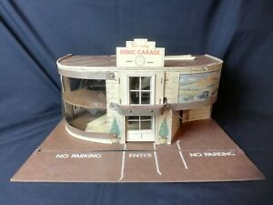 VINTAGE 1950's TRIANG MINIC MODEL CAR GARAGE WITH RAMPS & SIGN, FAIR CONDITION