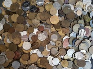 Approximately 1kg Bag of Mixed Old Vintage Gaming Tokens, Medals, Etc.