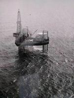 Exploration pétroliere TOTAL années 50-60 photo grand format plateforme Neptune1