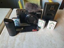 Sony Vlog Camera ZV-1 - Fotocamera Digitale + 2 Batterie + Piastra + Vetri