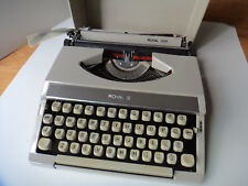 Portable Manual Typewriter Royal 200 Vintage in working condition