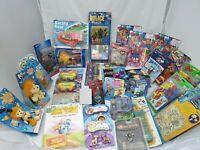 38 Teile Konvolut mit Spielwaren / Spielzeug Posten Paket mit 38 Artikeln in Ovp
