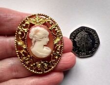 Vintage / Retro Costume Jewellery - GOLD OVAL with a central CAMEO