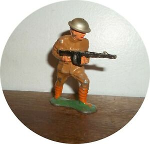 INVD49 SOLDIER CHARGING WITH TOMMY GUN ~TIN HELMET~ BARCLAY / MANOIL