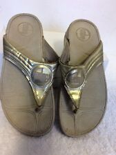 FIT FLOP SILVER TOE POST MULES SIZE 6/39