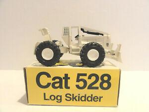 """CATERPILLAR  NZG 220  CAT 528 LOG SKIDDER """"WHITE"""" 1:50"""