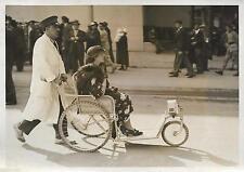 PHOTO PRESSE S.A.F.R.A + FAUTEUILS DUPONT PARIS : voiture de promenade à 3 roues
