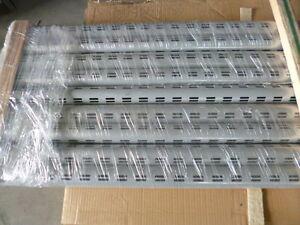 Tegometall Rundsäulen 60 mm RAL 9006 weißalu, 3000 mm lg. Doppelschlitzloch.