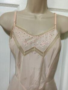 80s Pale Beige Slip Classy Squares Trim Slight Taffeta Finish Barbizon Vintage 1980s 36 Full Dress Slip