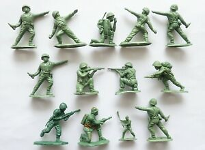 13 x HONG KONG COPIES HERALD BRITAINS WWII US ARMY INFANTRY PLASTIC TOY SOLDIER