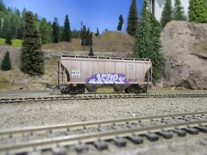 Ho weathered freight cars custom covered hopper ACF Walthers model train car