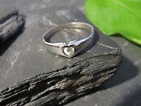 Hübscher 925 Silber Ring Herz Liebe Love Partnerschaft Zirkonia Modern Solitär