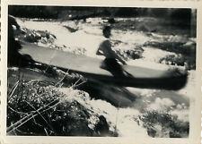 PHOTO ANCIENNE - VINTAGE SNAPSHOT - CANOË RIVIÈRE VITESSE FLOU ERREUR - KAYAK