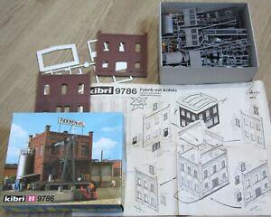 Maquette usine avec portique, HO,  ETAT NEUF