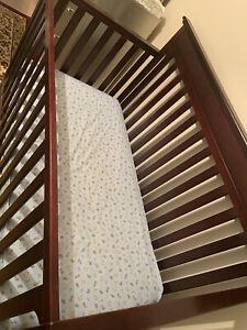 Graco Solano 4 in 1 Convertible Crib and Mattress Espresso.