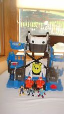 FISHER PRICE IMAGINEXT ROBOT POLICE PLAYSET  FIGURES GReat Imaginext Playset!