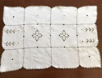 VINTAGE HAND EMBROIDERED CREAM LINEN TABLE CENTRE / TRAY CLOTH 17X11.5 INCHES