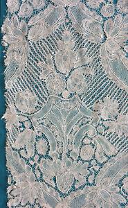 Fragment antique 18th Brabant bobbin lace