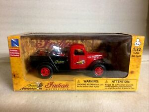 INDIAN CHIEF 1946 MOTOR CYVLE AND 1946 DODGE POWER WAGON DIE-CAST 1:32 SCALE