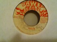 "BARRINGTON  LEVY     7""  SINGLE ,  PRAISE  HIS  NAME /  VERSION"