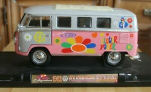 ROAD SIGNATURE 1962 VW MICROBUS 1:18 DIE-CAST FLOWER POWER EDITION