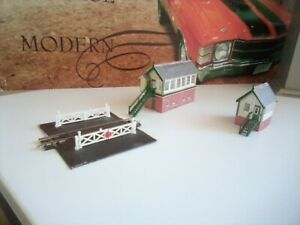 Peco ST-21 N Gauge Addon Level Crossing And Level Crossing gate's and signal box