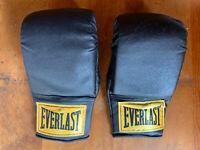 Vintage Everlast Classic Black Heavy Bag / Boxing /Training Gloves Model 4302