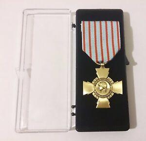 Médaille Ordonnance CROIX DU COMBATTANT  bronze patine ( foncé )