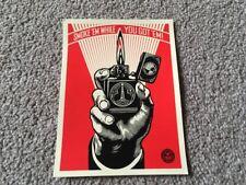 Shepard Fairey Obey 'humo em mientras tienes em!' Art Pegatina. como Banksy,