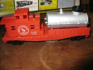 HO  AHM GREAT NORTHERN  TRACK  CLEANING  CAR - NEW
