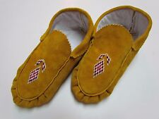 AUTHENTIC NATIVE AMERICAN MOCCASINS/SLIPPERS - RED AND WHITE DESIGN - 9 IN
