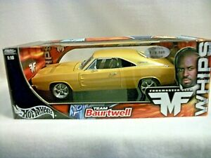 Hot Wheels Team Baurtwell Dodge Charger - 1:18 scale