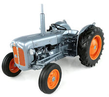 UNIVERSAL HOBBIES - UH5315 FORDSON DEXTA LAUNCH EDITION TRACTOR 1:16 SCALE