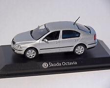 Skoda Octavia Limousine, argent, 1:43, NOREV