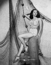 Yvonne De Carlo Unsigned 8x10 Photo (9)