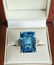9ct gold blue topaz with cubic zirconia ring💙