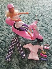 Barbie mit Pinken Scooter, ROLLER. Barbie Puppe. ca. 15 Teile